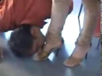 Paki Begum Queen in Red Shalwar Kameez gets Foot worship by Muslim Ghulam Slave