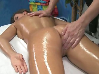 Hot brunette lizz loves her pussy massaged