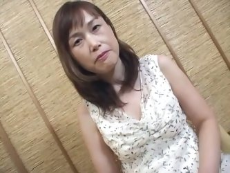 Jap sugar mommy fucked in her pussy