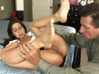 Brunette allie jordan gives romantic foot-festish to hubby