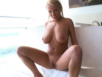 Natural titted Jessica in action