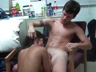 18 yo couple fucking in a dorm