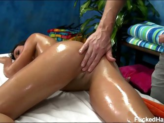 Sweet ass rahynde gets a pussy massage