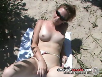 Amateur chick gets off outdoors