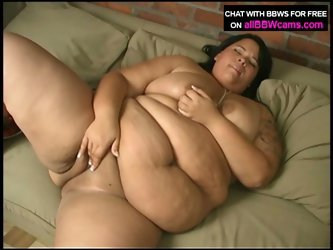 Fat chick shelsea plays with strawberries, whipped cream and her pussy