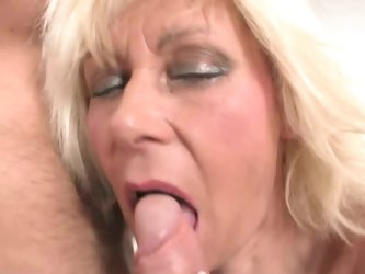 Hot blonde granny gives blowjob for helping her