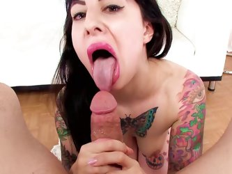 Tattooed Dollie Darko gives a deep blowjob