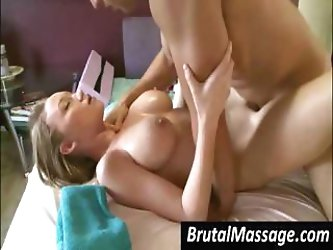 Prodigious skank with a hateful pot hole gives her masseur a tip