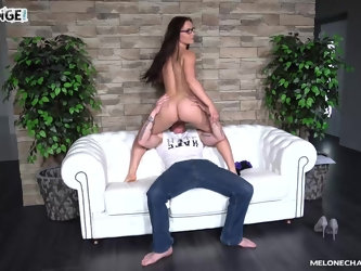 Nerdy mature MILF Wendy Moon creampied on the casting couch