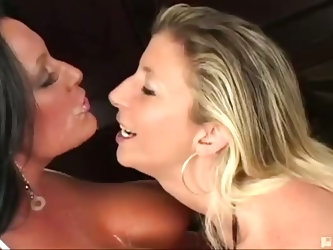 Holly visited huge-boobed pornstar Sara Jay in Las Vegas