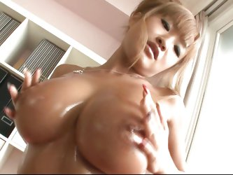 She has a pair of gorgeous boobs and a tight pussy that needs some rubbing. Meet Kurea, a naughty babe that wants to give one hell of a show. Kurea oi