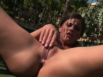 Sexy tennis player gives her shaven pussy a mercilessly hard rubbing