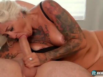 Mature blonde woman, Amelia Mack spread her legs very wide open and got fucked hard