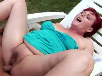 This dude knows how to make this old woman happy. He fingers her snatch fervently to make it wet. Then he pounds her thick pussy in missionary positio
