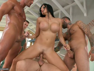 She is marvelous dark head having a killer body. She fucks three guys at a time having all her holes filled fully. She groans wild coz those dicks cau