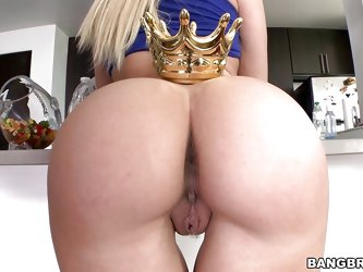 We have a lot of pretty girls here at Ass Parade but some of them really deserve a crown. Talking about crowns, here's our queen, Annika! This bi
