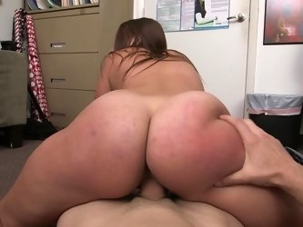 Chick with a massive ass is getting fingered after a hand job