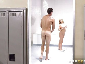 The lucky guy in the video has a pleasant surprise: there's an extremely hot lady changing in the cloakroom after making her daily physical exerc