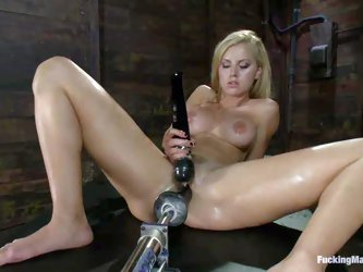 Anal-loving blonde Jessie Rogers with shaved pussy spreads her legs in the dark to be banged by fucking machine. She gets her asshole drilled with dil
