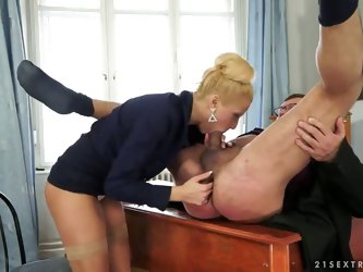 Slutty blonde babe Charry gives a steamy deepthroat to the boss' fat ramrod