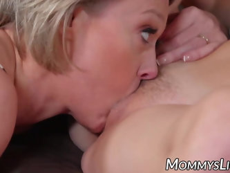 Lesbo sex between gorgeous MILF and stepdaughter