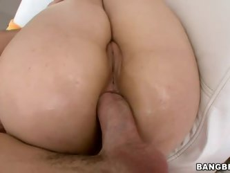 Sarah Shevon has got nice big ass. And she loves big cock! Man with thick boner drills her asshole hard and then takes his dick out for Sarah Shevon t