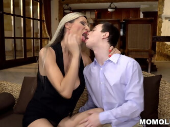 Dressing up to seduce as a cougar