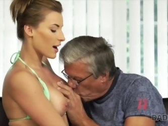 DADDY4K. Sex with her boyfriendÐ'Ò's father after swimming pool