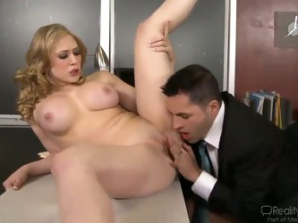 Hot bodied babe Kagney Linn Karter was fucked hard by Kris Slater in his office. He makes it very wild and hardcore! He doesn't thinks about her