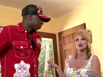 Taylor Wane and her hubby Gabriel Dalessandro were in the middle of having lunch when the doorbell rang. It was Jon Jon, and she shamelessly started s