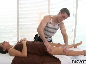 In this scene, you can see the gorgeous and voluptuous Rachel Roxxx getting all rubbed and massaged! It's prolly the most hottest job to have.