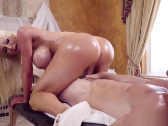 Mega bimbo Nicolette Shea gives Johnny Sins a full service massage