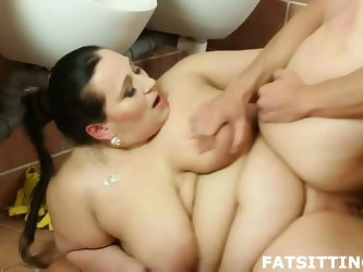 BBW facesitting punishment