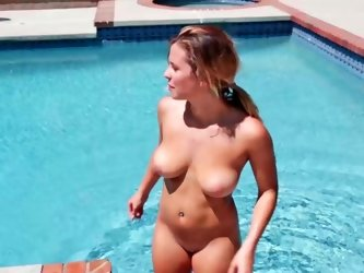 Keisha Grey is fucking on the tennis court outside