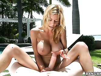 Alexis Fawx is a professional when it comes to giving a nice handjob. This big titted mom will stroke your shaft and squeeze your balls until you rewa