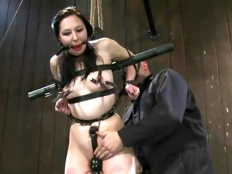 Snapping And Torturing Maggie Mayhem inside bound mov