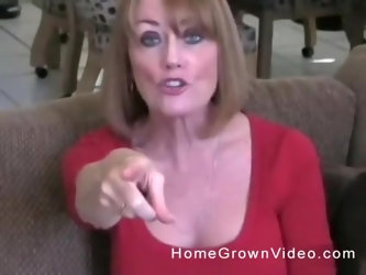 Amateur mature blonde MILF exposes her tits and gets a hardcore fuck