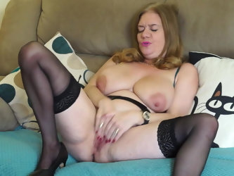 BUSTY natural mature mother with hungry old cunt