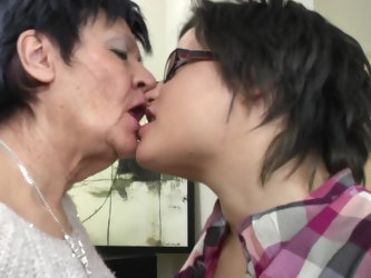 Short haired mature lesbian couple Evalyne and Karina W.
