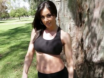 Get fun with Kendra Lust now and you would certainly like her so much! Take a glance at how Kendra weared in spandex sportswear is posing on cam showi