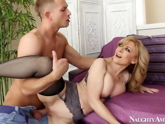 This young dude Bill Bailey is such a kinky and insolent man! He easily seduces friendòÀÙs mom Nina Hartley for the raunchy session in which enjoyed a